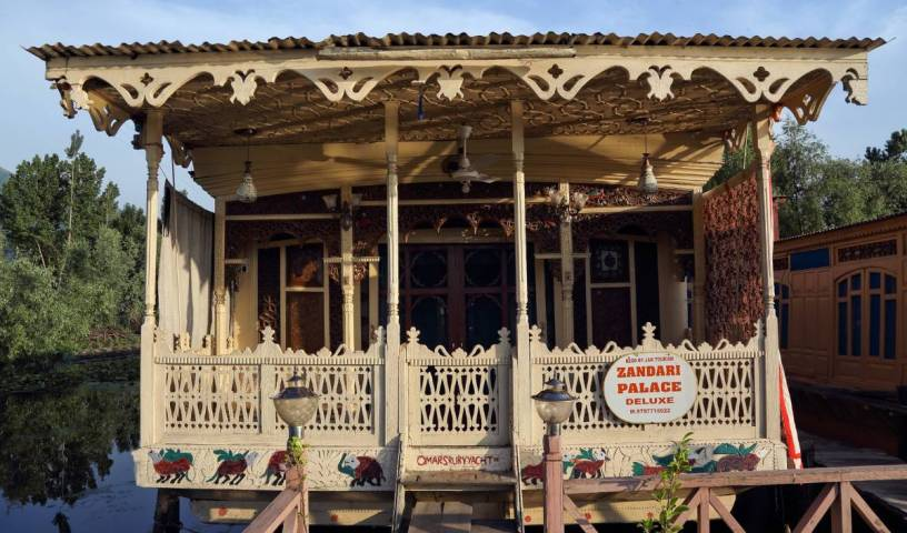 Houseboat Zaindari Palace - Search available rooms for hotel and hostel reservations in Srinagar 3 photos