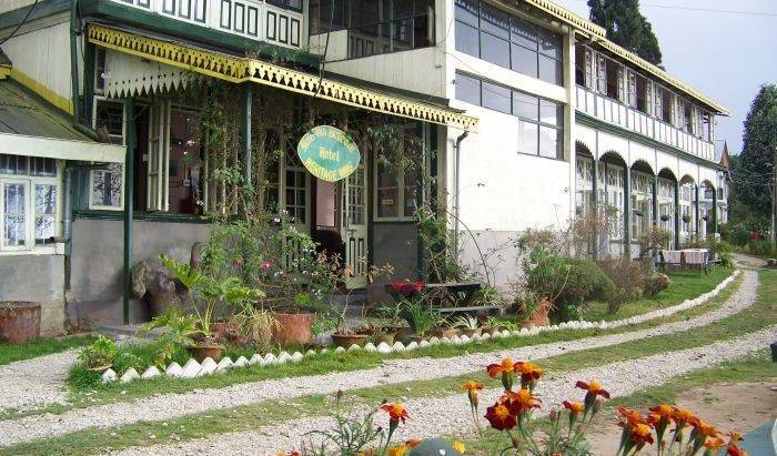 Main Olde Bellevue Hotel, economy hotels in Mirik, India 15 photos