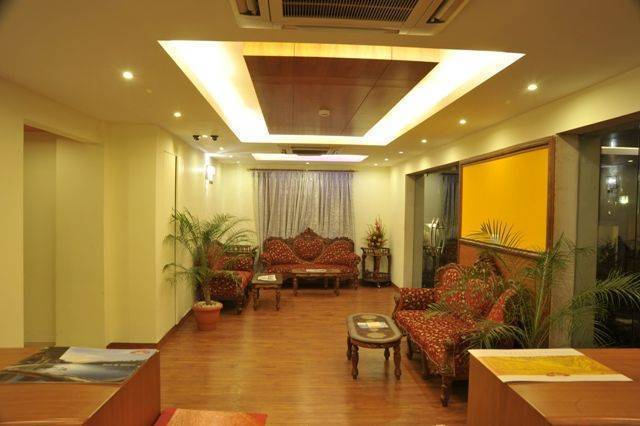 Hotel Emarald, Connaught Place, India, holiday vacations, book a hotel in Connaught Place