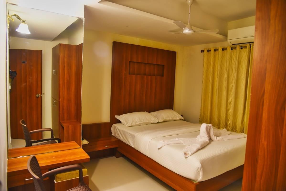 Hotel Le Citi Inn, Mysore, India, 酒店设有热水浴缸 在 Mysore