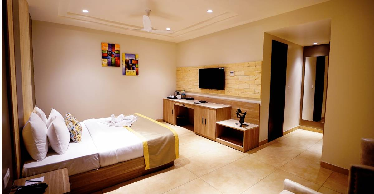 Hotel Maplewood Premier Haldwani, Naini Tal, India, hotels and rooms with views in Naini Tal