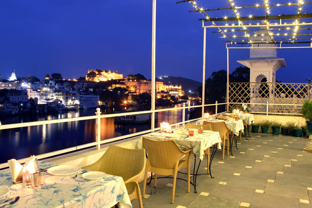 Hotel Sarovar, hotel in Udaipur - Hotels, prices, availability, restaurants, rooms and things to do in Udaipur |  Hotels with kitchens and microwave