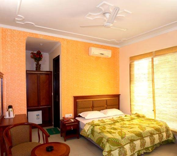 Hotel Sunrise, India, India, find beds and accommodation in India