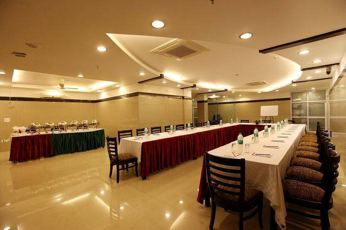 Hotel Taksh Inn, New Delhi, India, India hotels and hostels