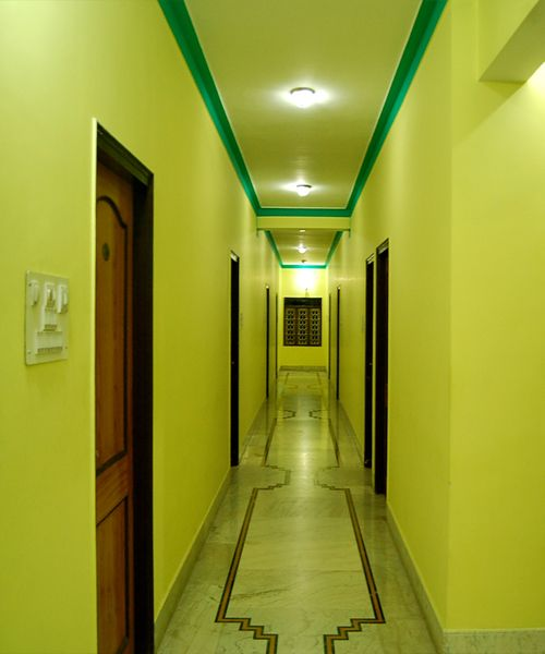 Hotel Tokyo Vihar, Bodh Gaya, India, compare with the world's largest hotel sites in Bodh Gaya