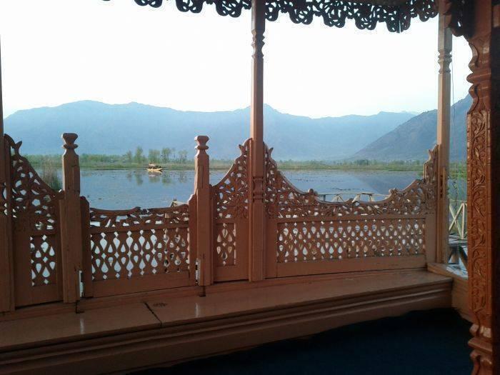 Houseboat Khan Palace, Srinagar, India, low cost vacations in Srinagar