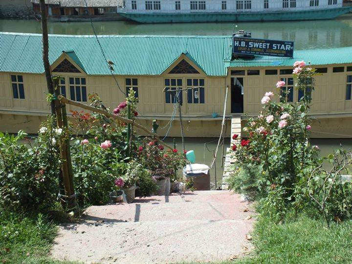 Houseboat Sweetstar, Srinagar, India, online booking for hostels and budget hotels in Srinagar