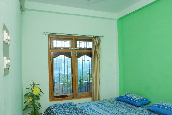 Kedar Guest House, Benares, India, we guarantee the lowest price for your hotel in Benares
