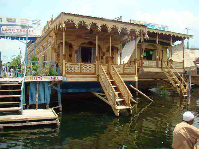 Mandalay Houseboats, Srinagar, India, Hvor man kan bo og bo i en by i Srinagar