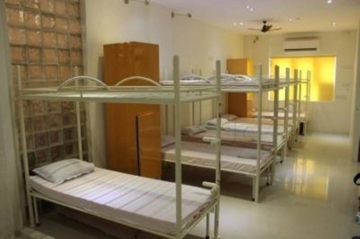 PG Hostels Backpackers Bed and Breakfast, Juhu, India, how to select a hotel and where to eat in Juhu
