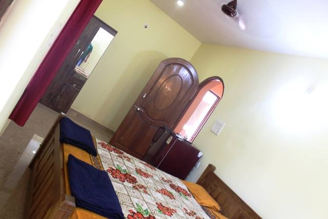 Sun Guest House and Apartment, Calangute, India, backpackers gear and staying in hostels or budget hotels in Calangute