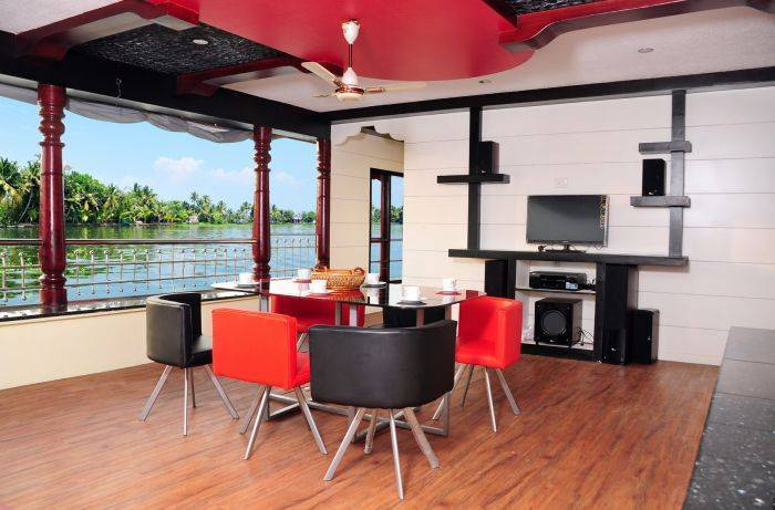 Vaishnav Houseboat, Alleppey, India, hotels near transportation hubs, railway, and bus stations in Alleppey