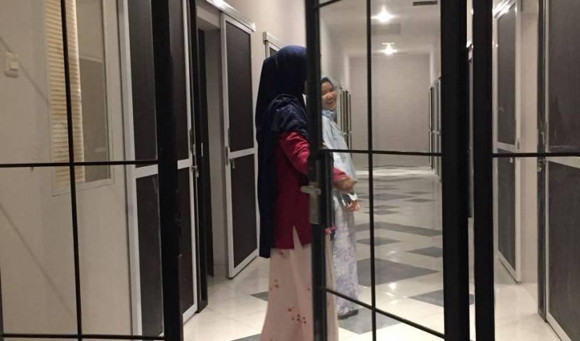 Rumah Muslim Mande - Tìm phòng miễn phí và mức giá thấp đảm bảo Jakarta Pusat, đặt phòng khách sạn 9 ảnh