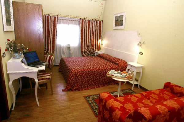 Ai Ronchi Motor Hotel, Brescia, Italy, find cheap hotels and rooms at Instant World Booking in Brescia