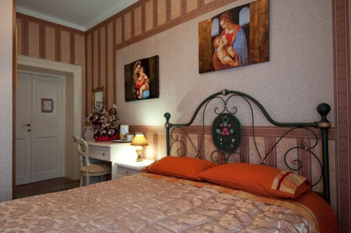 BB Art Domus Reale, Rome, Italy, how to book a hotel without booking fees in Rome