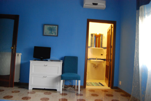 Bed and Breakfast Napoli Arcobaleno, Napoli, Italy, guaranteed best price for hostels and backpackers in Napoli