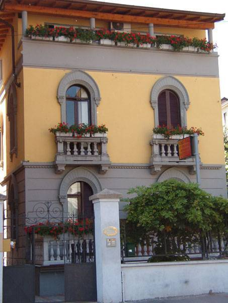 Bed in Milano, Milan, Italy, Italy hotels and hostels