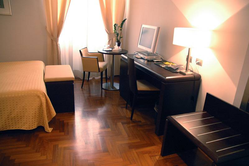 Bellesuite Rome, Rome, Italy, stay in a hotel and meet the real world, not a tourist brochure in Rome
