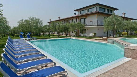 Capa Lion From Cacciatore, Cavaion Veronese, Italy, Italy hotels and hostels