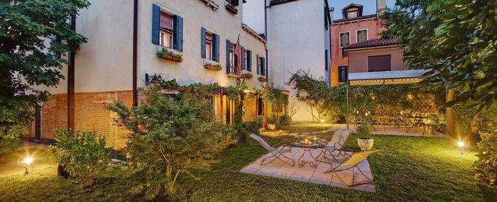 Casa Rezzonico, Venice, Italy, what are the safest areas or neighborhoods for hotels in Venice