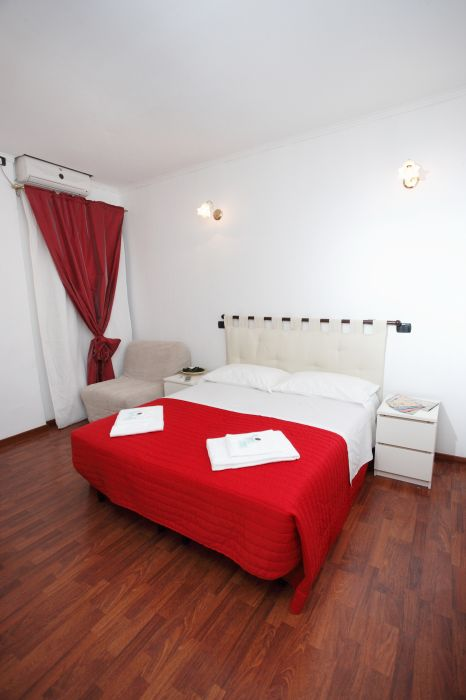 Casa Veneto, Rome, Italy, hostels with handicap rooms and access for disabilities in Rome