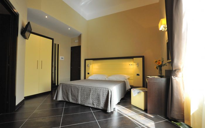 Cenci B and B, Rome, Italy, pet-friendly hostels, backpackers and B&Bs in Rome
