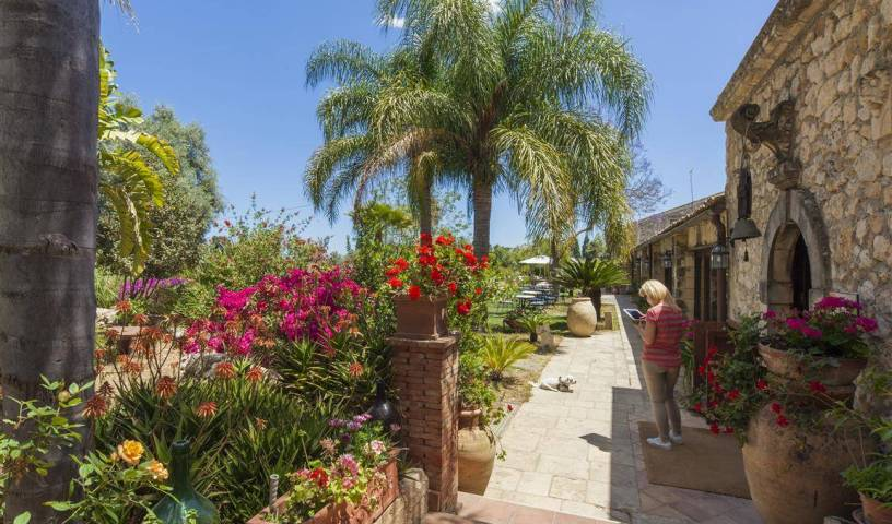 Agriturismo Villa Dei Papiri - Search for free rooms and guaranteed low rates in Siracusa 4 photos