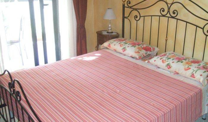 Alejandra Bed and Breakfast - Get low hotel rates and check availability in Alghero 9 photos