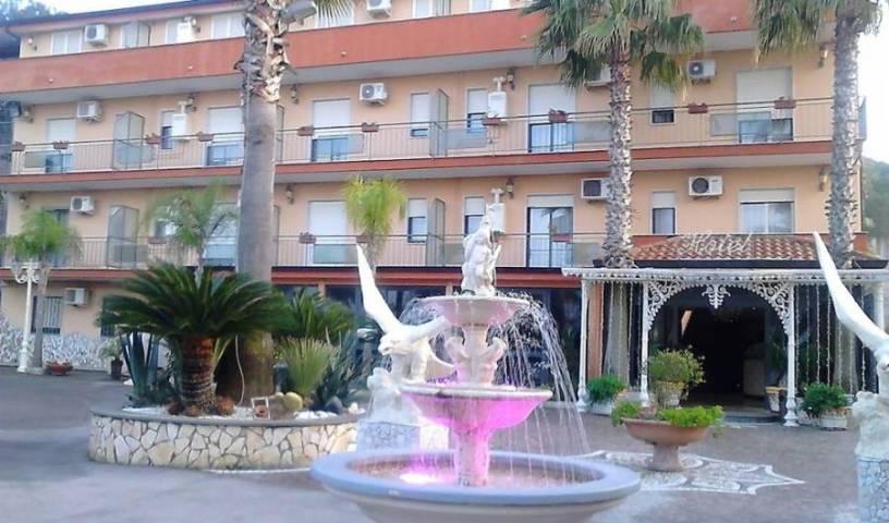 Hotel Happy Days - Søg efter ledige værelser og garanteret lave priser i Marina di Varcaturo, ferie forbehold 12 fotos