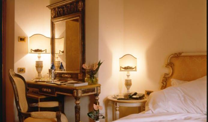 Palazzo Alexander - Search available rooms for hotel and hostel reservations in Lucca 2 photos