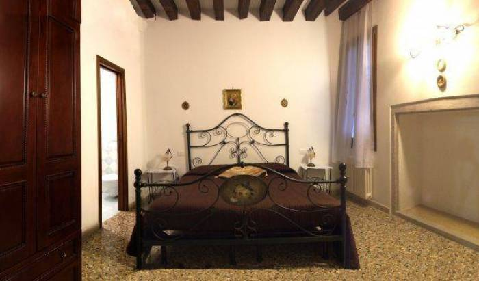 Porte Al Paradiso - Search available rooms for hotel and hostel reservations in Venice, discounts on vacations 12 photos