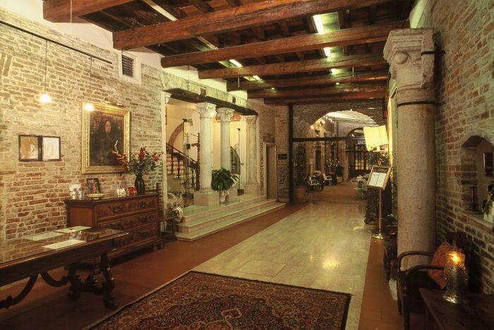 Hotel Ripagrande, Ferrara, Italy, Italy hostels and hotels