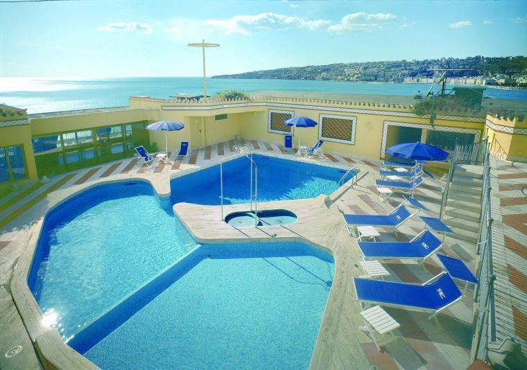 Hotel Royal Continental, Napoli, Italy, backpacking and cheap lodging in Napoli