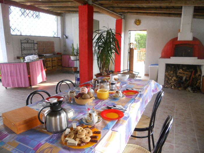 La Dolce Collina, Mombercelli, Italy, backpackers gear and staying in cheap hotels or budget hostels in Mombercelli