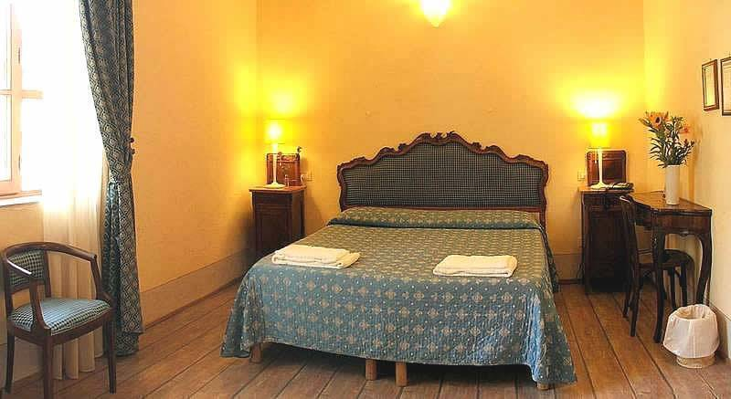 Locanda Degli Artisti Hotel Azzi, Florence, Italy, reservations for winter vacations in Florence