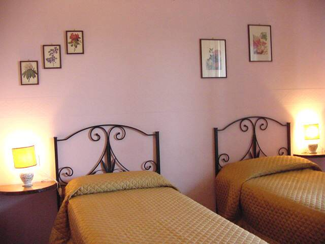 Residenza Giulia B And B, Florence, Italy, low cost vacations in Florence
