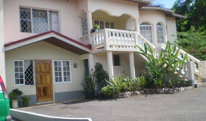 Klem's Homestay - Search for free rooms and guaranteed low rates in Mandeville 5 photos