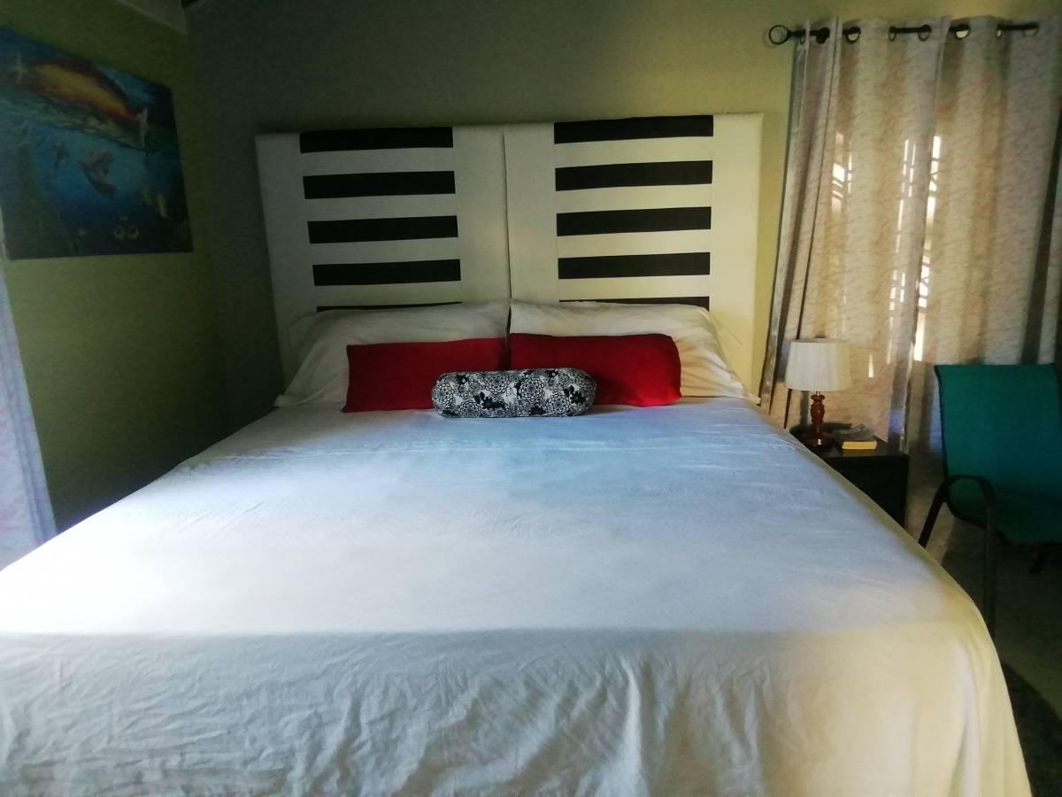 Csompo Bedbreakfast - Shaw Park, Ocho Rios, Jamaica, dostopnih domovi v Ocho Rios