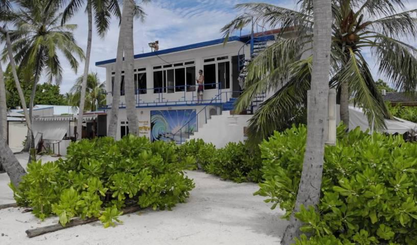 Batuta Maldives Surf View - Tìm phòng sẵn có cho đặt phòng khách sạn và nhà nghỉ tại Kanu Huraa, MV 70 ảnh