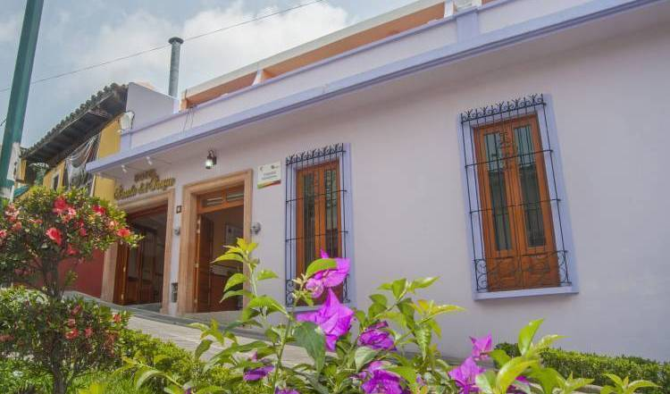 Hotel Posada del Parque - Search for free rooms and guaranteed low rates in Jalapa Enriquez, what is a backpackers hostel? Ask us and book now 20 photos