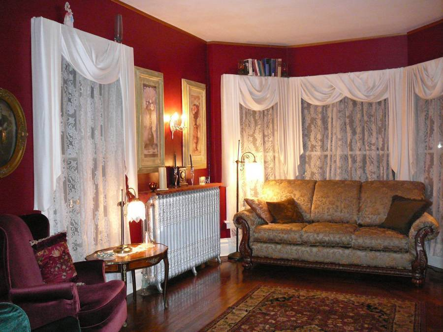 Candlelite Inn Bed and Breakfast, Ludington, Michigan, hostels and places to visit for antiques and antique fairs in Ludington