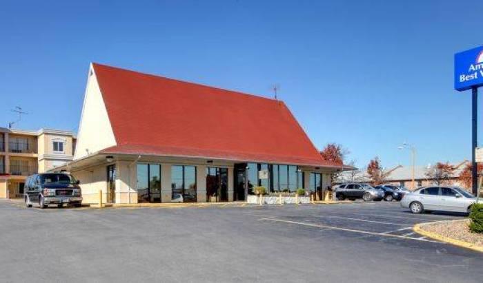 Motel 6 Airport - Descoperă prețuri mici la hotel și verifică disponibilitatea în Saint Louis 9 fotografii