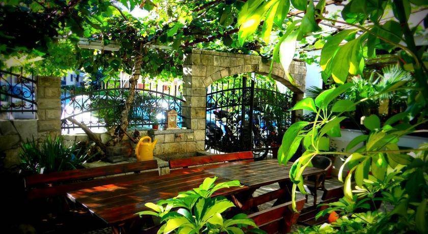 Saki Apartments, Budva, Montenegro, preferred hostels selected, organized and curated by travelers in Budva