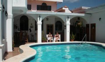 Hotel Dolphin Guest House - Search for free rooms and guaranteed low rates in Granada 4 photos