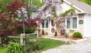 A Doll House Cottage - Search for free rooms and guaranteed low rates in Niagara-on-the-Lake, hotels and hostels in tropical destinations 5 photos