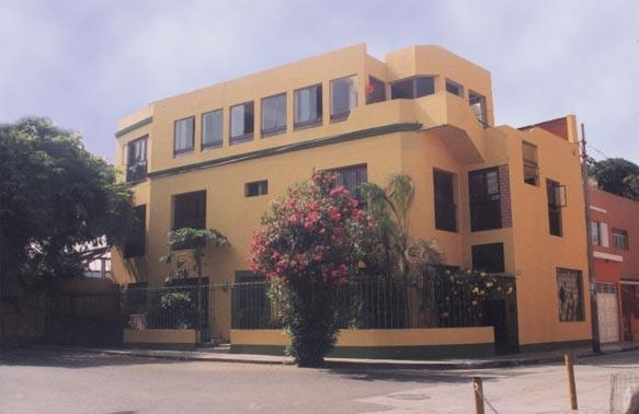 Barranco's Backpackers Inn, Lima, Peru, how to choose a booking site, compare guarantees and prices in Lima