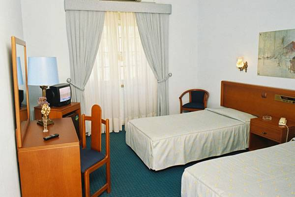 Residencia Nazareth, Lisbon, Portugal, hotels near ancient ruins and historic places in Lisbon