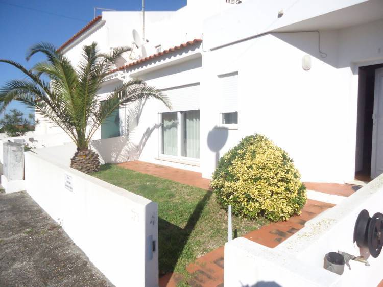 Supertubos Guest House, Peniche, Portugal, budget lodging in Peniche