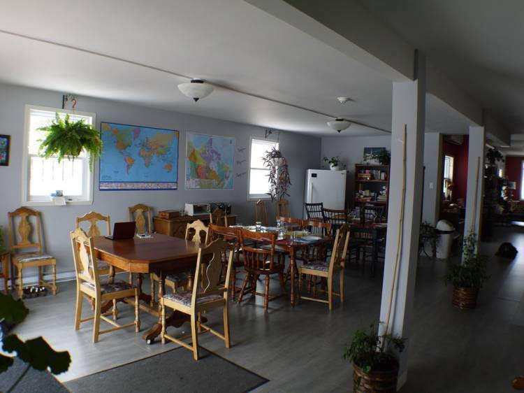 Auberge Jeunesse A Loulou, Levis, Quebec, what do I need to travel internationally in Levis