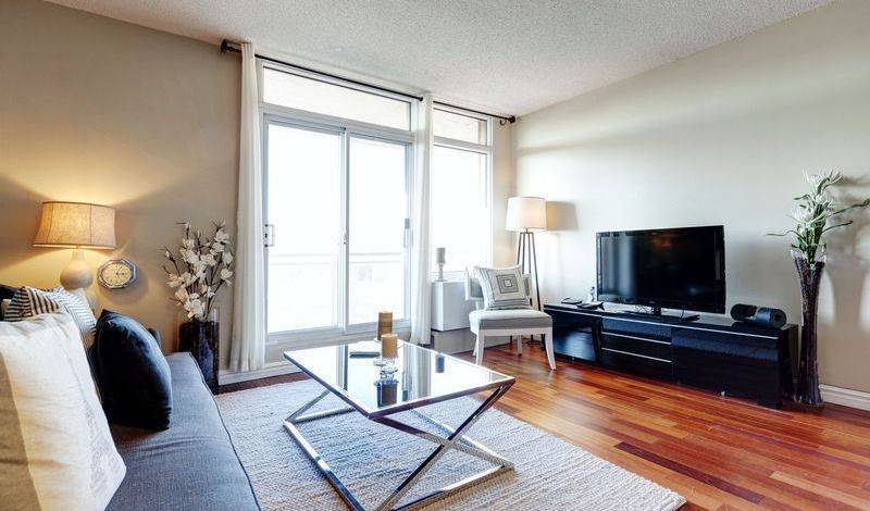 Aura - Get low hotel rates and check availability in Montreal 14 photos